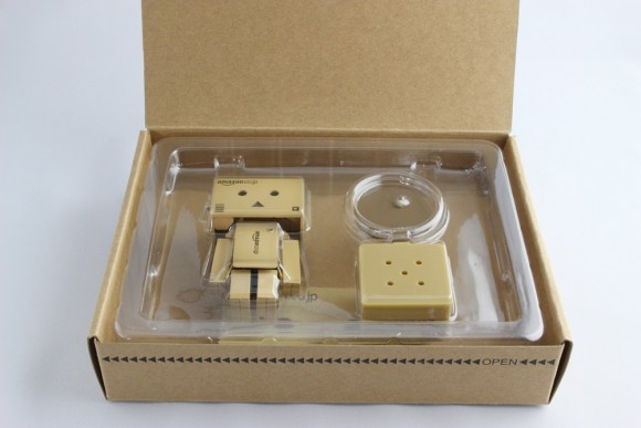 revoltech-danbo-mini-amazon02